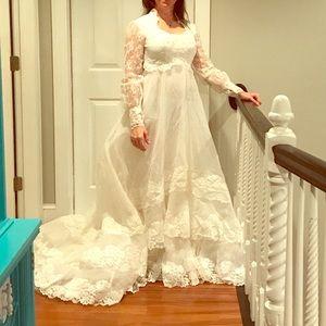Dresses & Skirts - Vintage wedding dress size 6